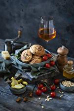 Bakgrundsbilder på skrivbordet Vin Bakning produkter Tomater Gurkor Stilleben Vinglas Korn (Säd) Mat