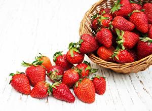 Bilder Beere Erdbeeren Weidenkorb