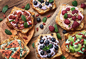 Bilder Brot Heidelbeeren Himbeeren Sonnenblumensamen Kiwi Wassermelonen Schokolade Rosinen Butterbrot