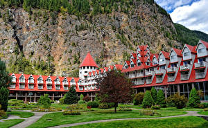Hintergrundbilder Kanada Felsen Hotel Rasen Bäume Three Valley Lake Chateau British Columbia