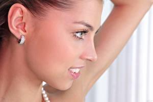 Fondos de escritorio De cerca Cara Contacto visual Sonrisa Hermoso Pendiente Chicas