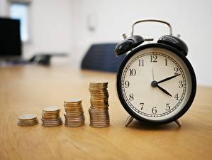 Sfondi desktop Monete Denaro Orologio Quadrante orologio Sveglia Bokeh