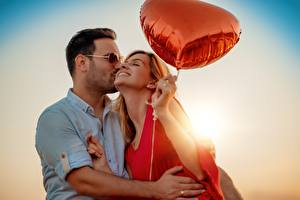Wallpapers Lovers Man Hugs Kisses Toy balloon Hands Girls