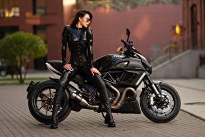 Bakgrundsbilder på skrivbordet Ducati Latex Sidovy Sitter Svart Ilya Pistoletov, Natalya Zaitseva Unga_kvinnor