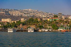 Hintergrundbilder Israel Gebäude Bootssteg Schiffe Bucht Tiberias