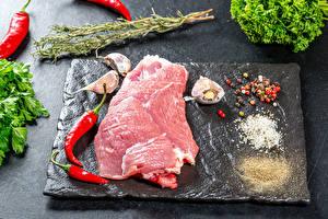 Fotos Fleischwaren Chili Pfeffer Schwarzer Pfeffer Knoblauch Salz
