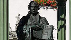 Hintergrundbilder Mann Skulpturen Denkmal Bücher Martin Luther