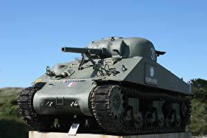 Bilder Denkmal Panzer M4 Sherman