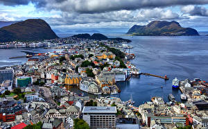 Bilder Norwegen Berg Küste Haus Bootssteg Bucht Von oben Alesund Städte