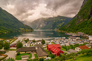 Fotos Norwegen Gebirge Haus Seebrücke Bucht Geirangerfjord Städte Natur