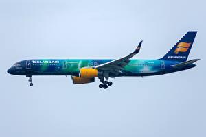 Hintergrundbilder Verkehrsflugzeug Boeing Seitlich Icelandair, 757-200W