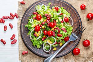 Fotos Salat Gemüse Tomaten Teller Essgabel das Essen