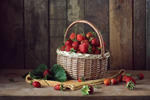 Hintergrundbilder Erdbeeren Beere Weidenkorb Lebensmittel