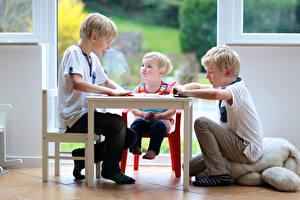 Bilder Tisch Drei 3 Kleine Mädchen Junge kind