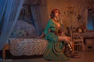 Hintergrundbilder The Witcher Sitzend Hübscher Rotschopf Bett Triss, Kristina Borodkina 3D-Grafik Spiele Mädchens