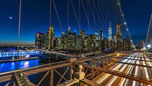 Tapety na pulpit Stany zjednoczone Budynki Rzeka Most Manhattan Noc Nowy Jork