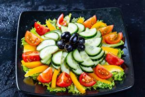 Bureaubladachtergronden Groente Olijven Komkommers Tomaten Gesneden voedsel spijs