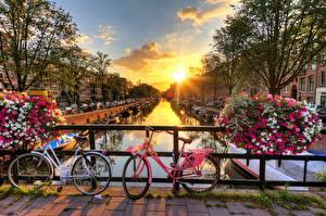 Fotos & Bilder Brücken Sonnenaufgänge und Sonnenuntergänge Niederlande Amsterdam Sonne Fahrrad Städte