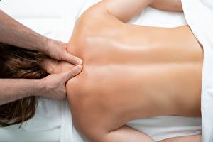 Fotos Hautnah Rücken Hand massage Mädchens