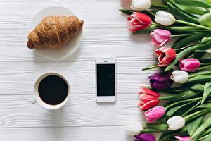 Hintergrundbilder Croissant Kaffee Tulpen Smartphones Tasse