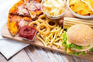 Fotos & Bilder Fast food Pizza Pommes frites Hamburger Ketchup Kartoffelchips Lebensmittel