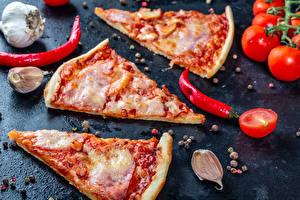 Bilder Fast food Pizza Knoblauch Chili Pfeffer Tomate Schwarzer Pfeffer Stück das Essen