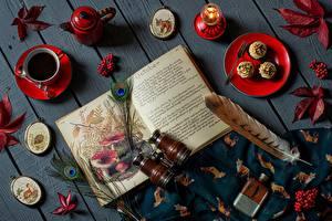 Fotos Federn Tee Beere Bücher Blatt Bretter