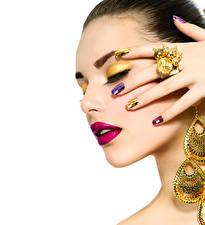 Fotos Finger Schmuck Weißer hintergrund Gesicht Schminke Rote Lippen Ring Maniküre Schön Mädchens