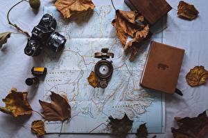 Bilder Geographie Blatt Fotoapparat Buch Kompass