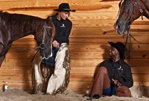 Bilder Pferd Cowboy Der Hut Sitzen Lächeln Neger