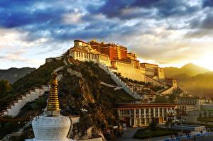 Fotos Gebirge Sonnenaufgänge und Sonnenuntergänge China Palast Lhasa city Städte