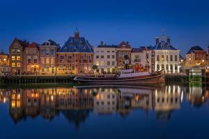 Bilder Niederlande Abend Haus Motorboot Spiegelung Spiegelbild Maassluis