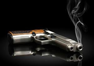 Bilder Pistole Grauer Hintergrund Rauch Schwarzer Hintergrund Reflexion
