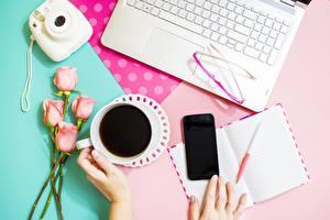 Hintergrundbilder Rosen Kaffee Brille Smartphone Fotoapparat Notizblock Kugelschreiber Notebook Hand Blüte