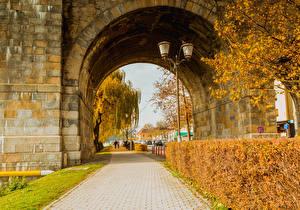 Bilder Slowenien Herbst Straße Strauch Straßenlaterne Bogen architektur Maribor Natur