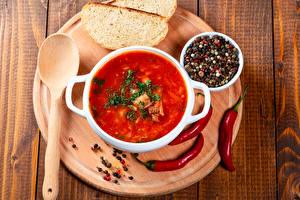Bilder Suppe Chili Pfeffer Schwarzer Pfeffer Brot Borschtsch Bretter Schneidebrett Teller Löffel