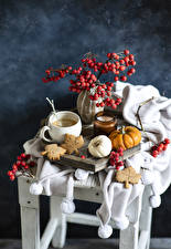 Bilder Stillleben Kaffee Beere Kerzen Kürbisse Kekse Tasse Ast Lebensmittel
