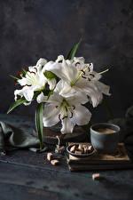 Fotos Stillleben Lilien Kaffee Bretter Weiß Zucker Tasse Blumen Lebensmittel