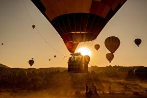 Fotos & Bilder Sonnenaufgänge und Sonnenuntergänge Flug Fesselballon Mädchens