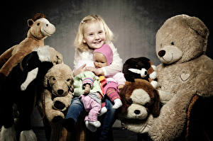 Tapety na pulpit Zabawka Miś Dziewczynka Radosny Lalka Dzieci