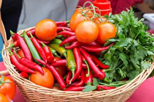 Desktop hintergrundbilder Gemüse Chili Pfeffer Tomate Weidenkorb das Essen