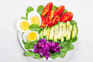 Image Vegetables Tomatoes Avocado White background Egg spinach