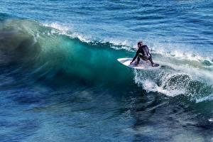 Bilder Wasserwelle Wellenreiten Mann sportliches