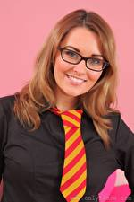 Hintergrundbilder Zoe Alexandra Braunhaarige Starren Brille Lächeln Krawatte Mädchens