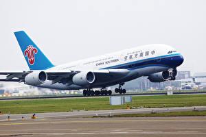Hintergrundbilder Airbus Flugzeuge Verkehrsflugzeug Abheben Southern A380 Luftfahrt
