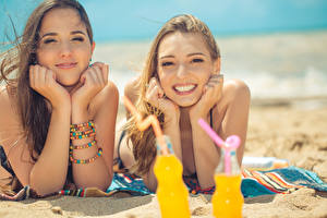 Wallpapers Beach Sand 2 Glance Smile Hands Brown haired female