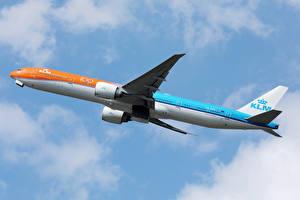 Tapety na pulpit Boeing Samolot Samolot pasażerski Latająca KLM Orange livery b777 Lotnictwo