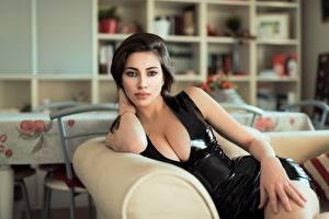 Hintergrundbilder Unscharfer Hintergrund Posiert Kleid Dekolletee Blick Schöne junge Frauen