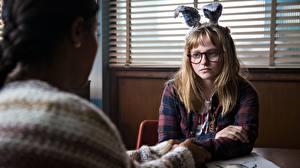 Sfondi desktop Bunnygirl Carino Seduto Occhiali 2017 I Kill Giants, Madison Wolfe, Barbara Thorson Film Ragazze