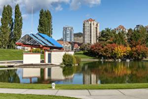 Fotos Kanada Gebäude Herbst Teich Kelowna Städte